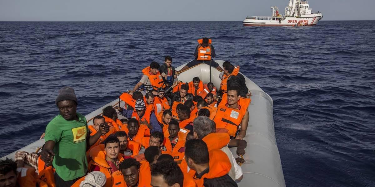 Rescata buque español a 60 migrantes frente a costa libia