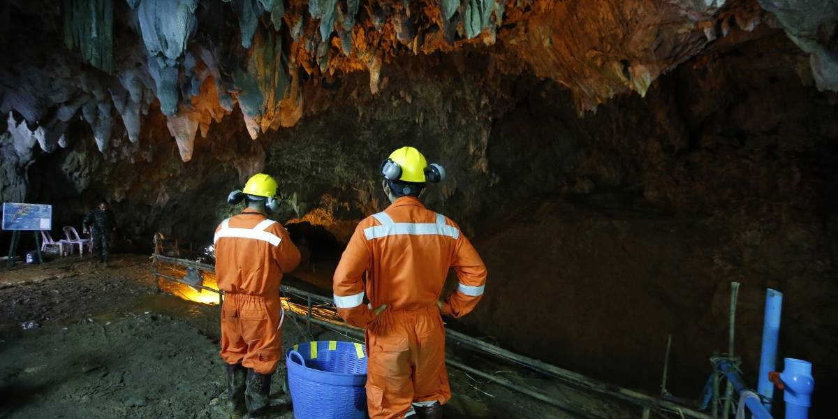 12 niños cumplen una semana atrapados en una cueva en Tailandia