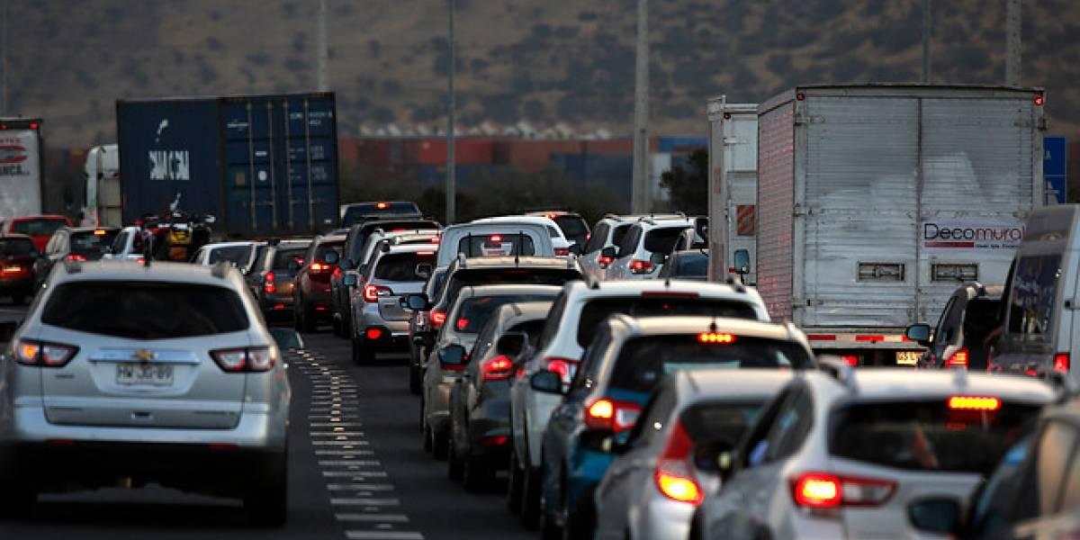 Fin de semana largo: 290 mil vehículos salen saldrán de Santiago y habilitan medidas para evitar los atochamientos
