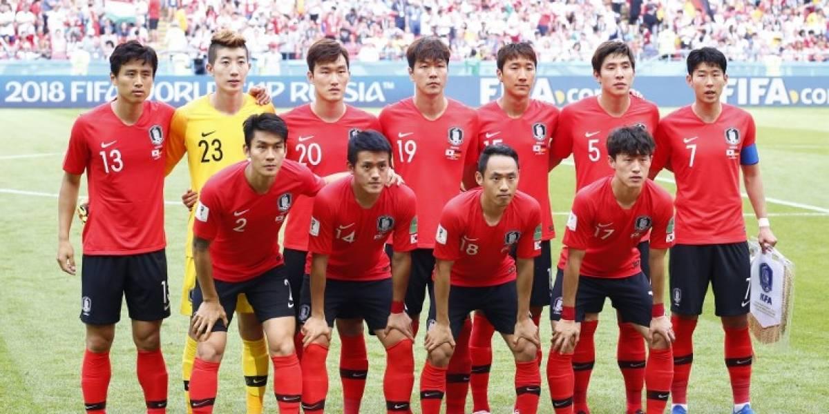 """Video. Aficionados reciben a """"huevazos"""" a la selección de Corea del Sur"""