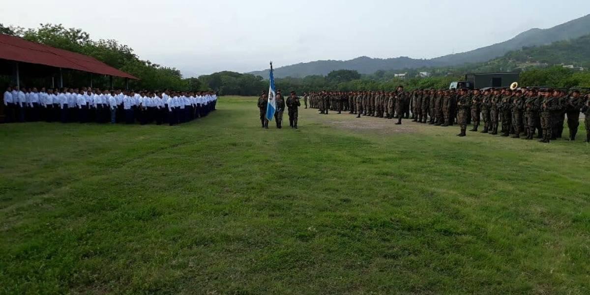 Militares hacen honores a víctimas de la erupción del volcán de Fuego
