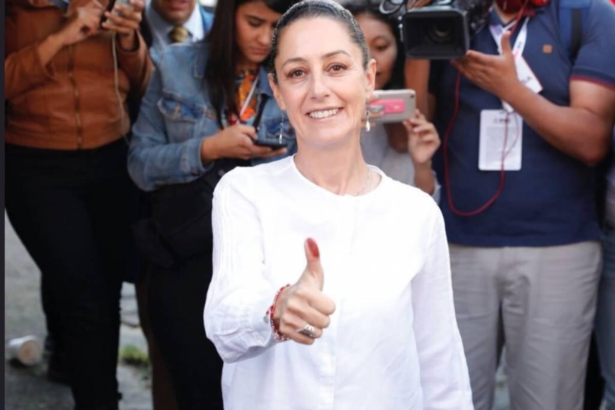 Claudia Sheinbaum recibe constancia como Jefa de Gobierno electa