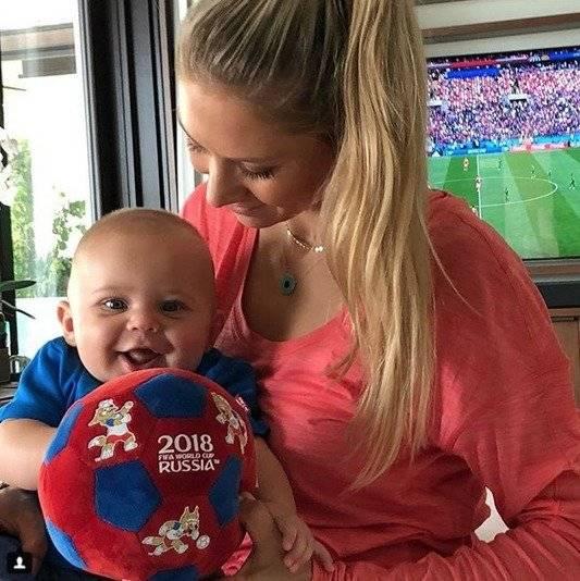 Anna Kournikova presume a sus hijos por primera vez juntos