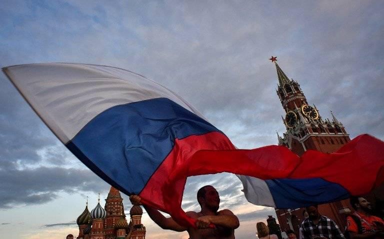 Bandera rusa en Moscú