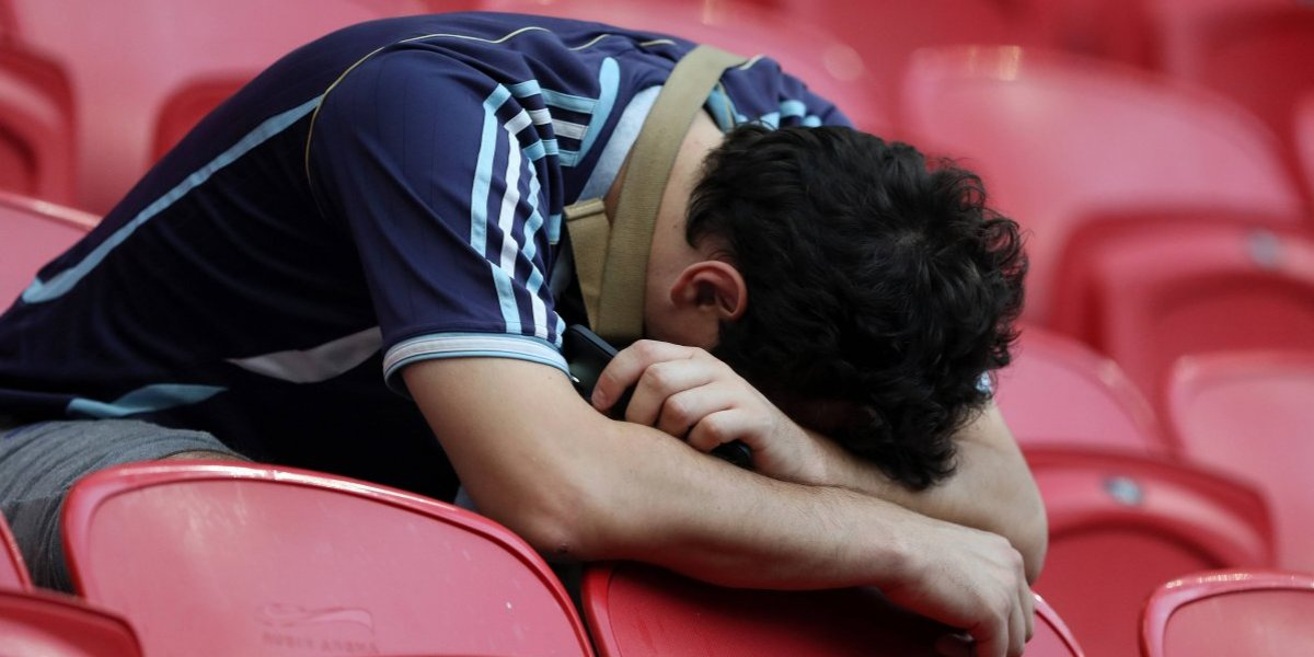 Hincha de Argentina no aguantó más la frustración y rompió la tele tras la eliminación en el Mundial