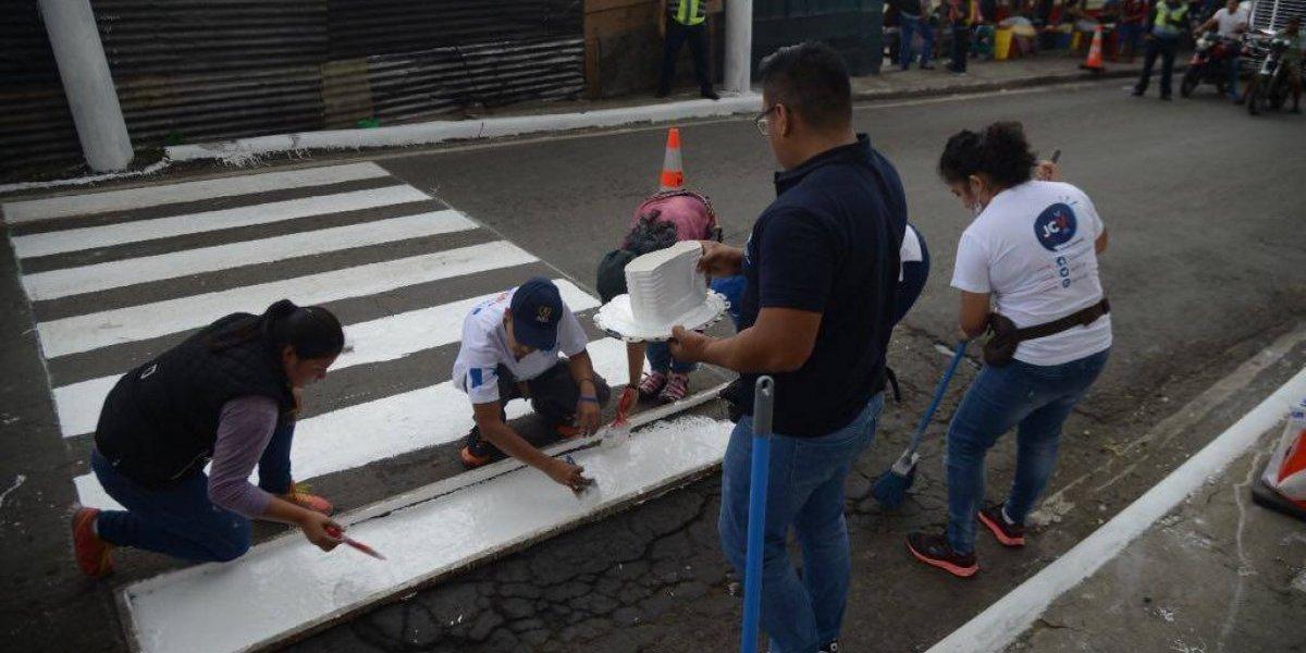 """EN IMÁGENES. """"Ponen a rayas"""" a Ciudad Peronia para respetar al peatón"""