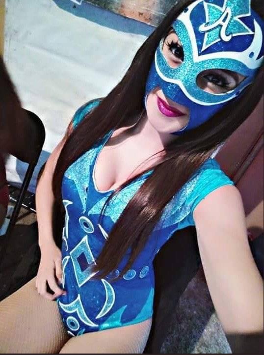 Detrás de la máscara seguro hay una gran belleza. / Twitter: @reina_Auriazul