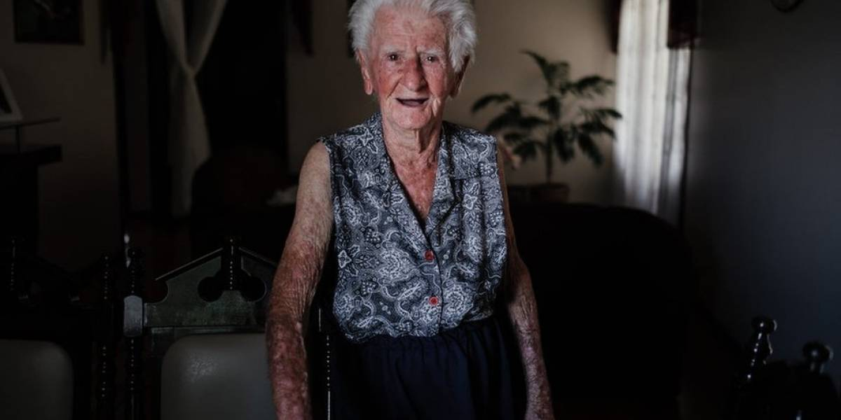Fotógrafa registra últimos momentos de avó que perdeu a memória aos 95 anos
