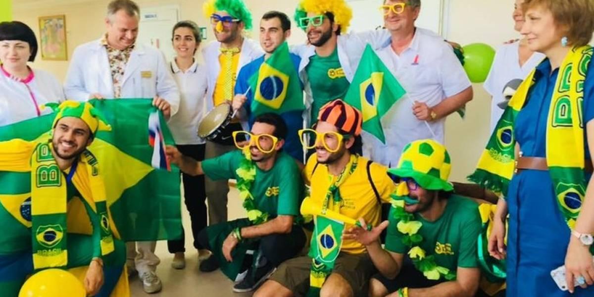 Torcedores brasileiros visitam crianças com câncer e transformam hospital na Rússia em 'arquibancada da Copa'