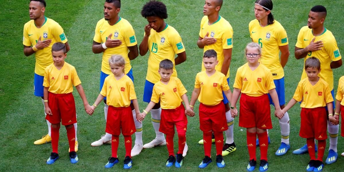 Torcida continua cantando o hino do Brasil e isso emociona a internet; confira