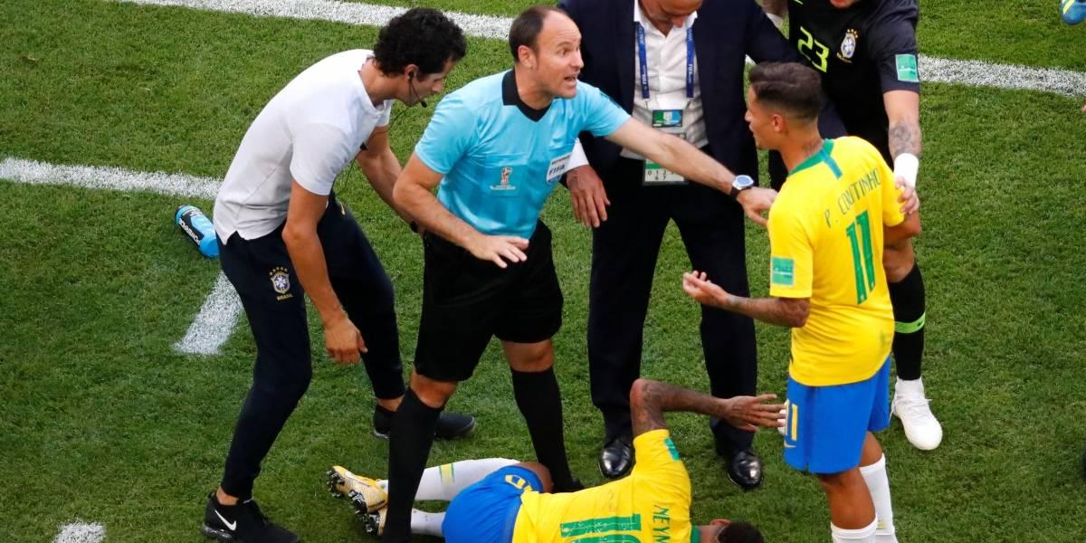 Ashton Kutcher dá Oscar para Neymar por conta do jogo contra o México