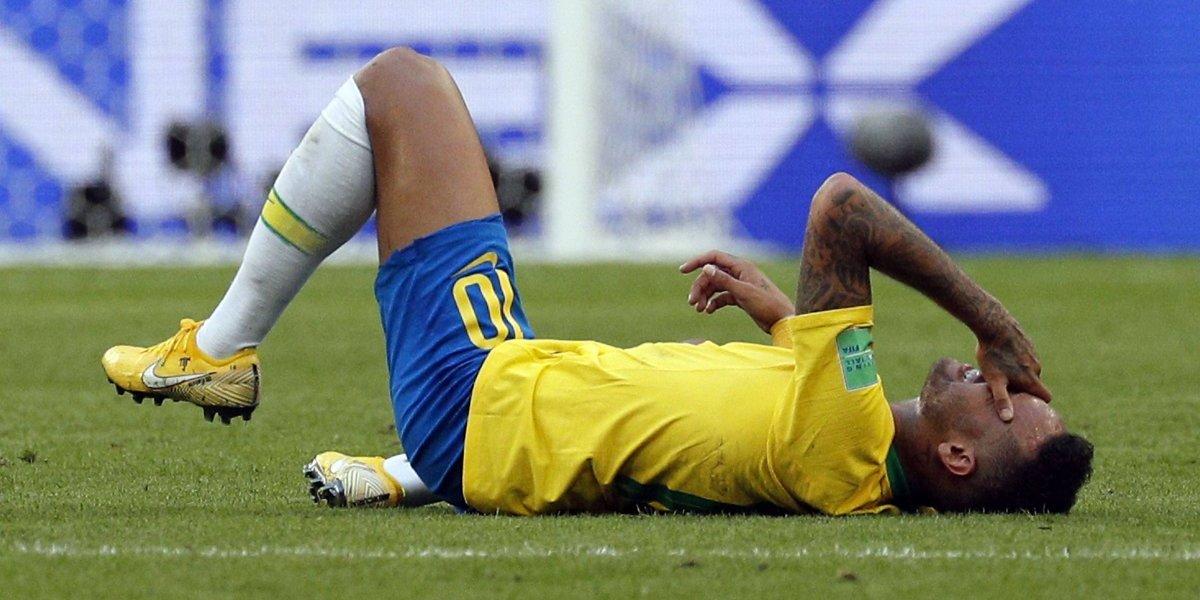 El teatro de Neymar buscando que expulsen a un mexicano