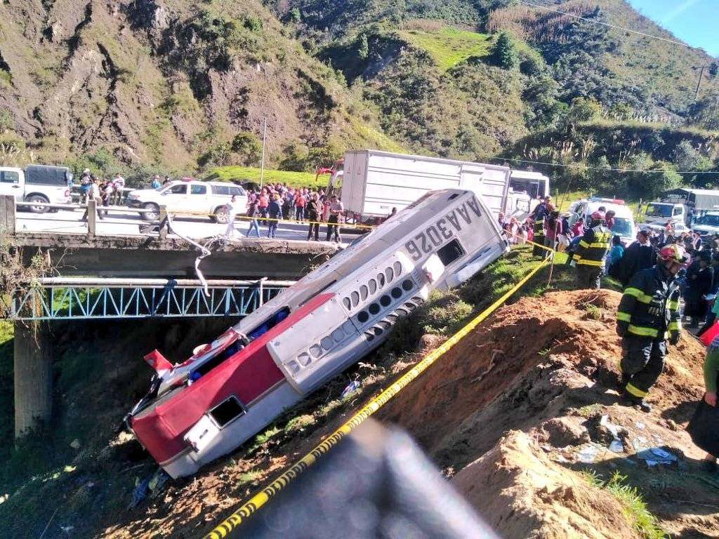 17 heridos tras accidente en Loja
