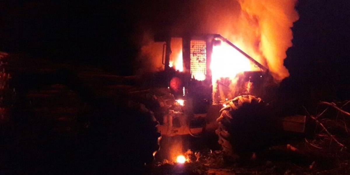 Nuevo ataque incendiario: Dos máquinas forestales quemadas en La Araucanía