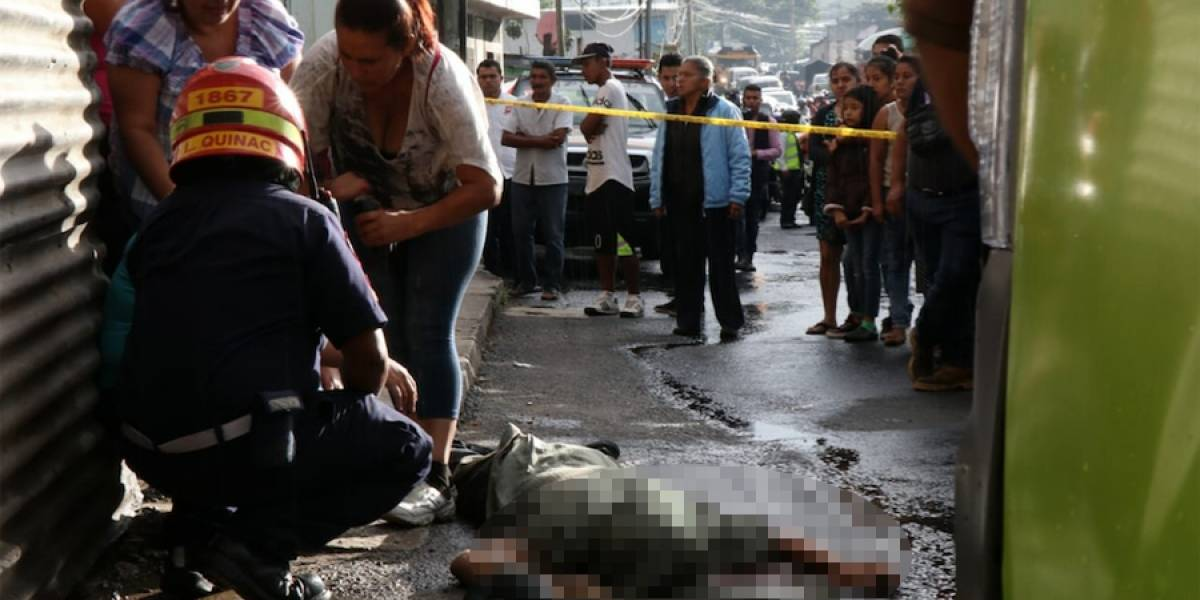 Ayudante de bus muere baleado en Lo de Fuentes, Mixco