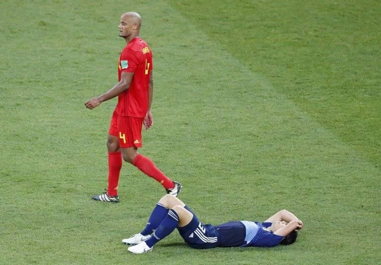 El japonés Gen Shoji llora la eliminación de su selección, mientras Vincent Kompany camina