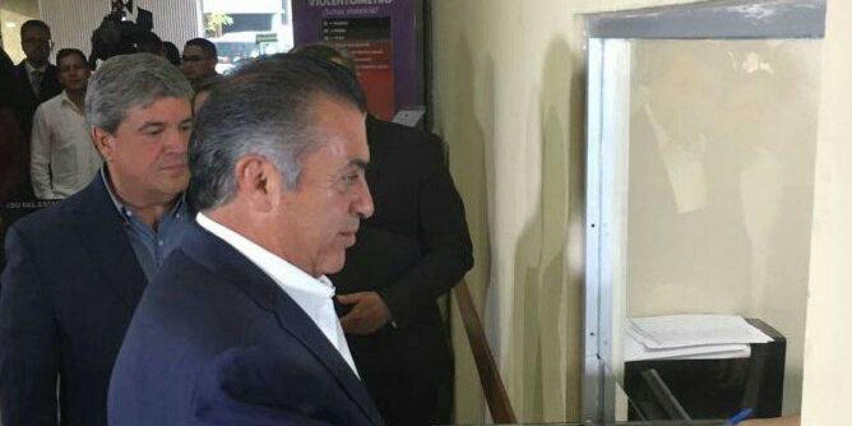 Notifica El Bronco su regreso a la gubernatura de Nuevo León