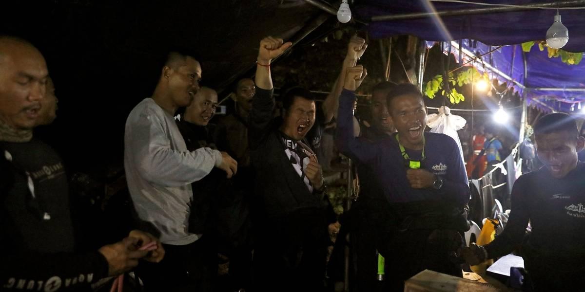 Vídeo mostra resgate de jovens presos em caverna na Tailândia