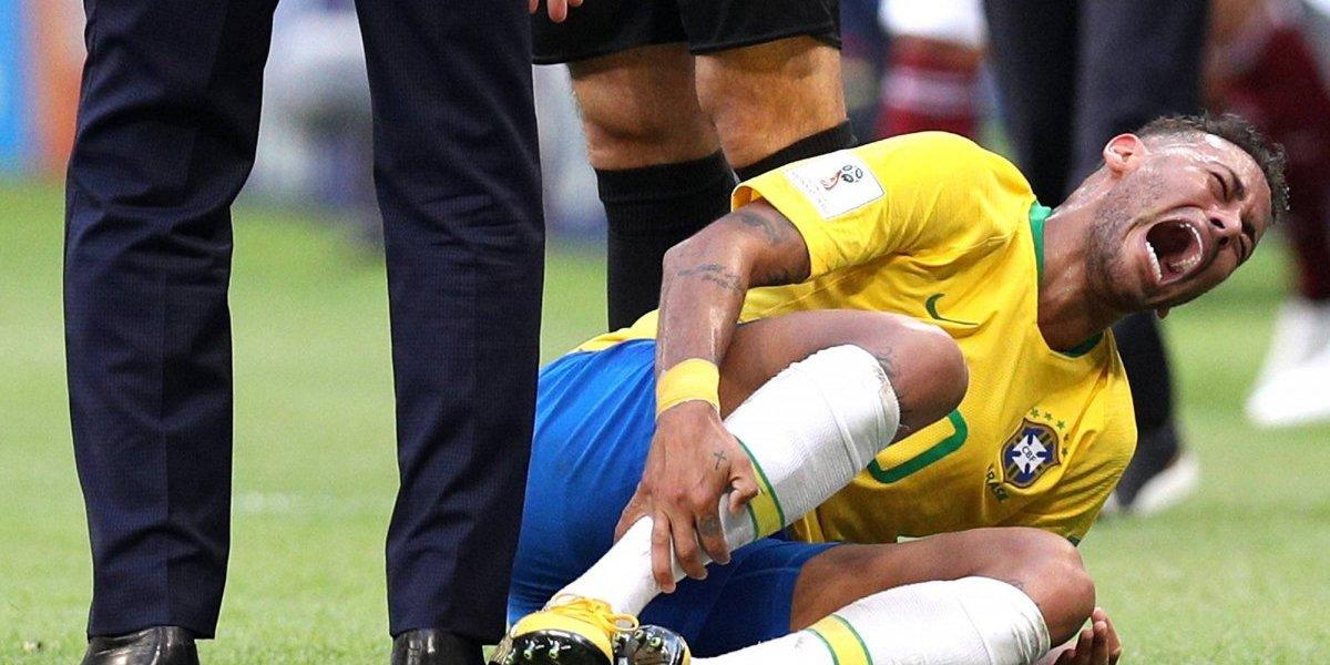 VIDEO: Layún da tremendo pisotón a Neymar