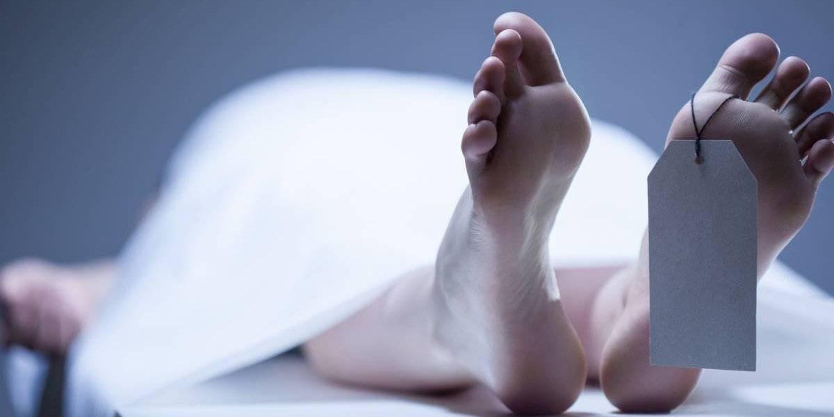 Murió y sus vecinos no se dieron cuenta durante más de un año: encontraron el cuerpo de un hombre de 70 años momificado y sentado en una silla
