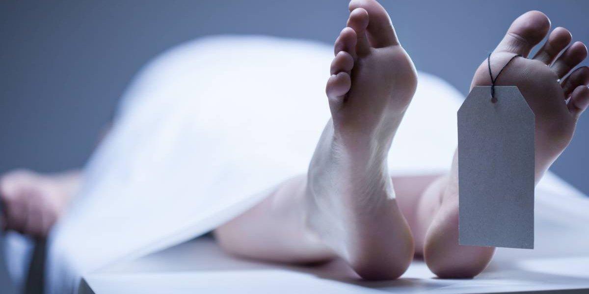 """""""Es tan malvado como el asesino"""": trabajador de una morgue se tomó una foto con la cabeza de un hombre al que habían matado y desmembrado"""