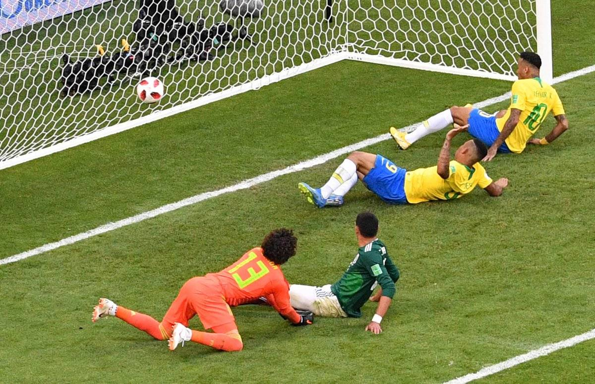 Neymar abrió la ruta del triunfo para Brasil.