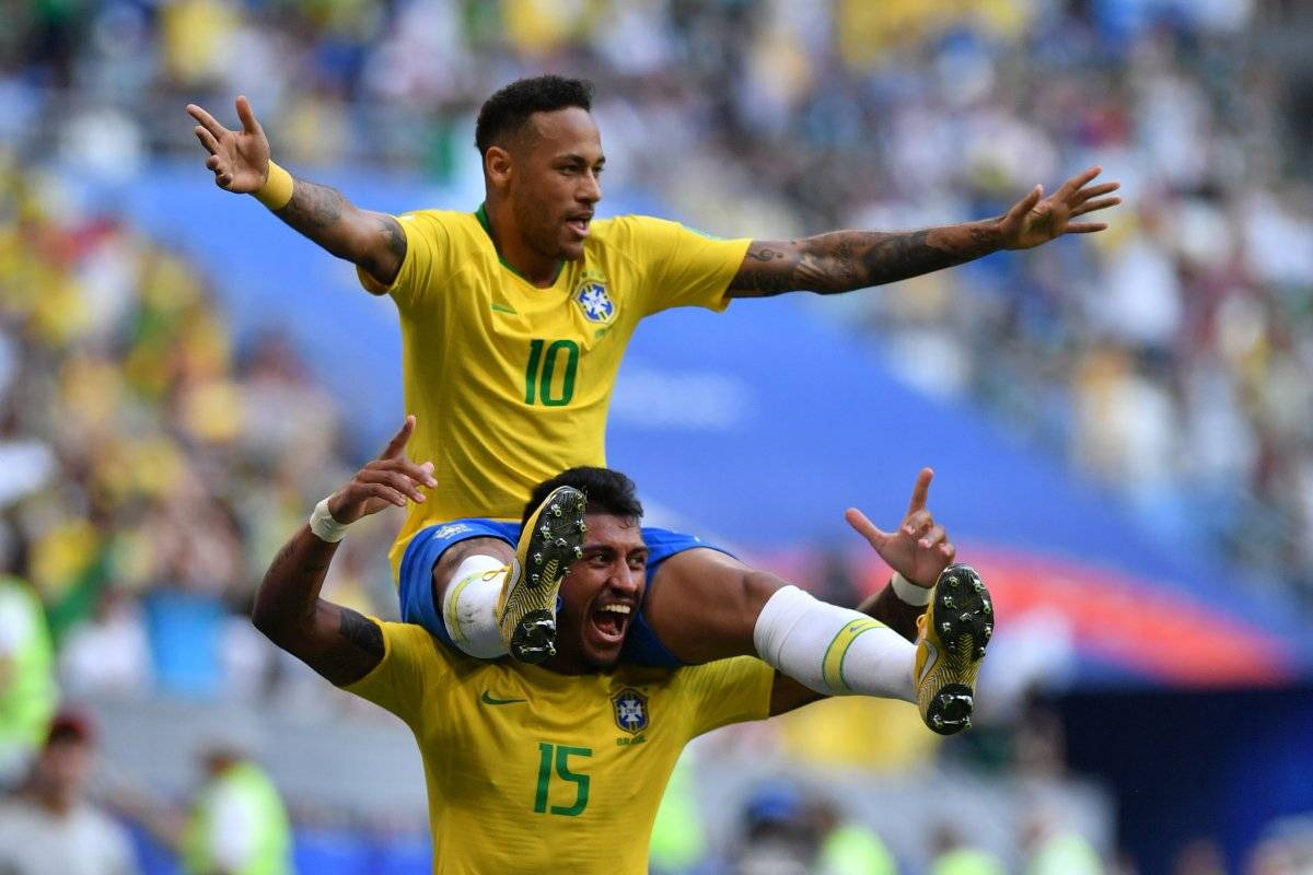 Neymar marcó el primer gol para Brasil