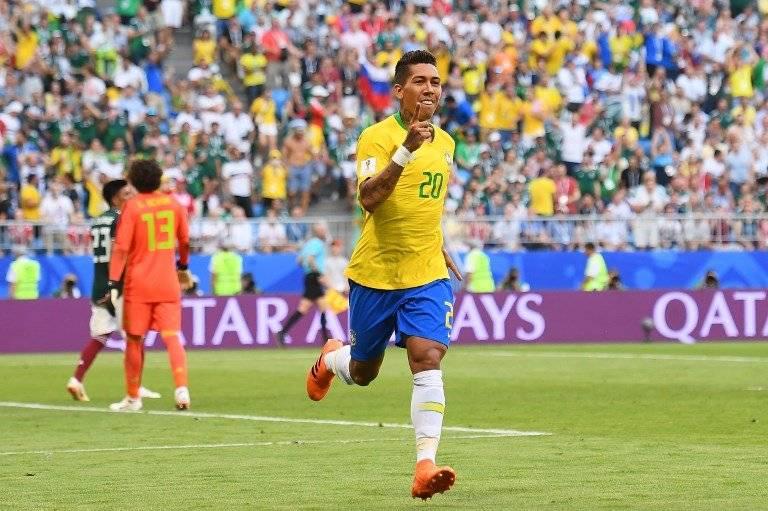 Firmino celebra su tanto contra México que le dio la clasificación a Brasil hacia los cuartos de final