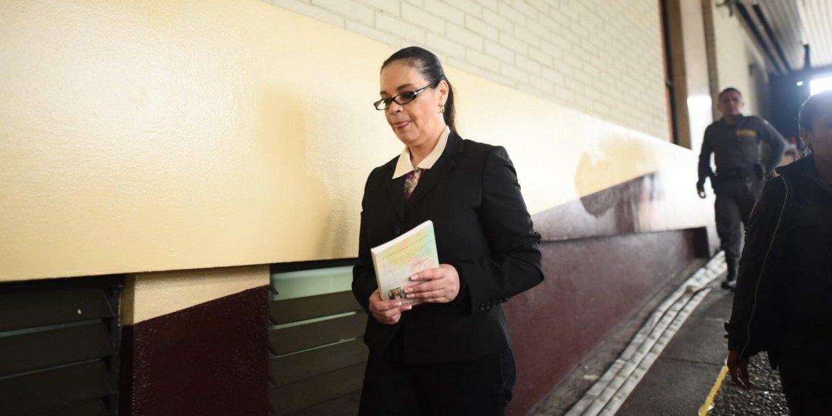 """Roxana Baldetti asegura que accionará legalmente contra juez al que señala de """"misógino"""""""