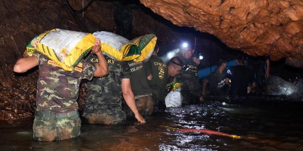 Doce niños y profesor fueron hallados con vida tras perderse en una cueva en Tailandia