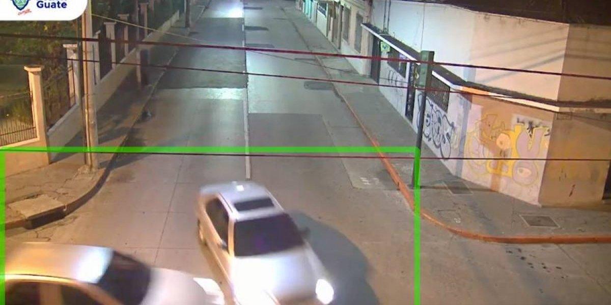 VIDEO. Vehículo se pasa semáforo en rojo y provoca accidente