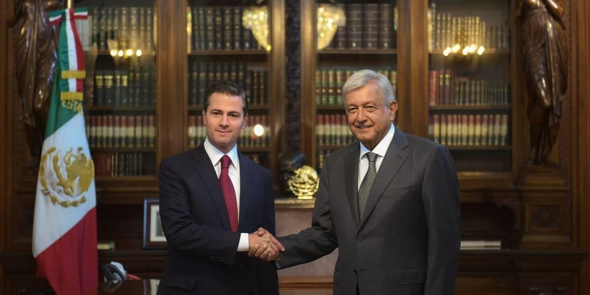 Foto: Así fue el recibimiento de AMLO al llegar a Palacio Nacional para reunirse con Peña Nieto