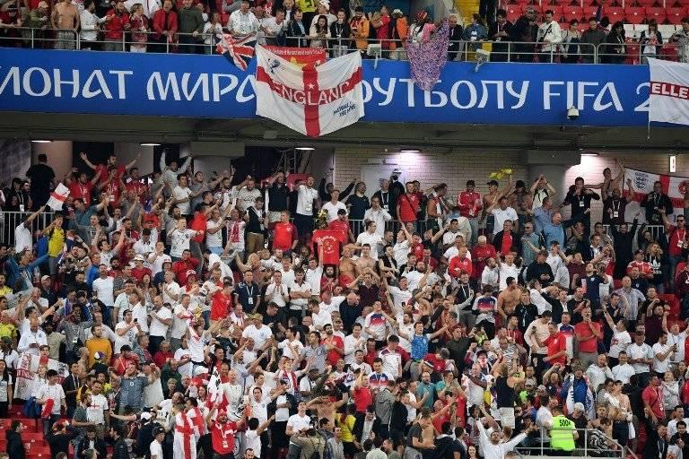 La afición inglesa celebró a la grande el triunfo y clasificación de su selección