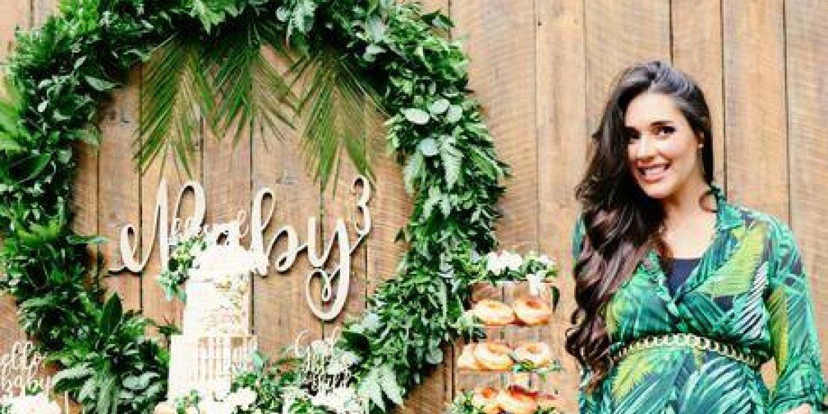 Amelia Vega celebra 'baby shower' de su tercer bebé
