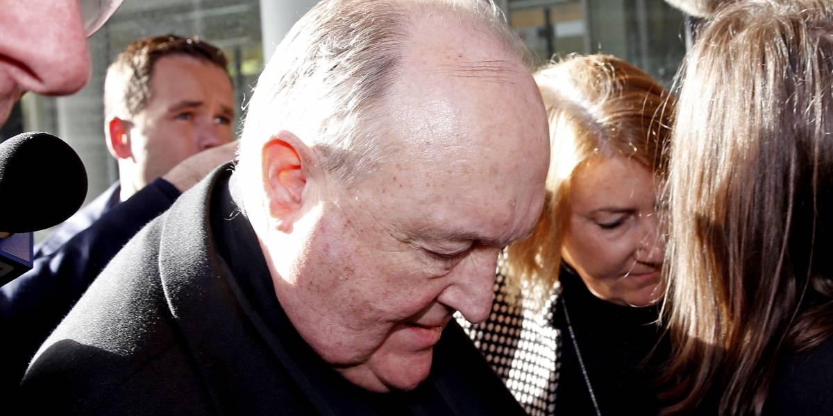 Arzobispo que ocultó abusos a niños es sentenciado a un año de cárcel