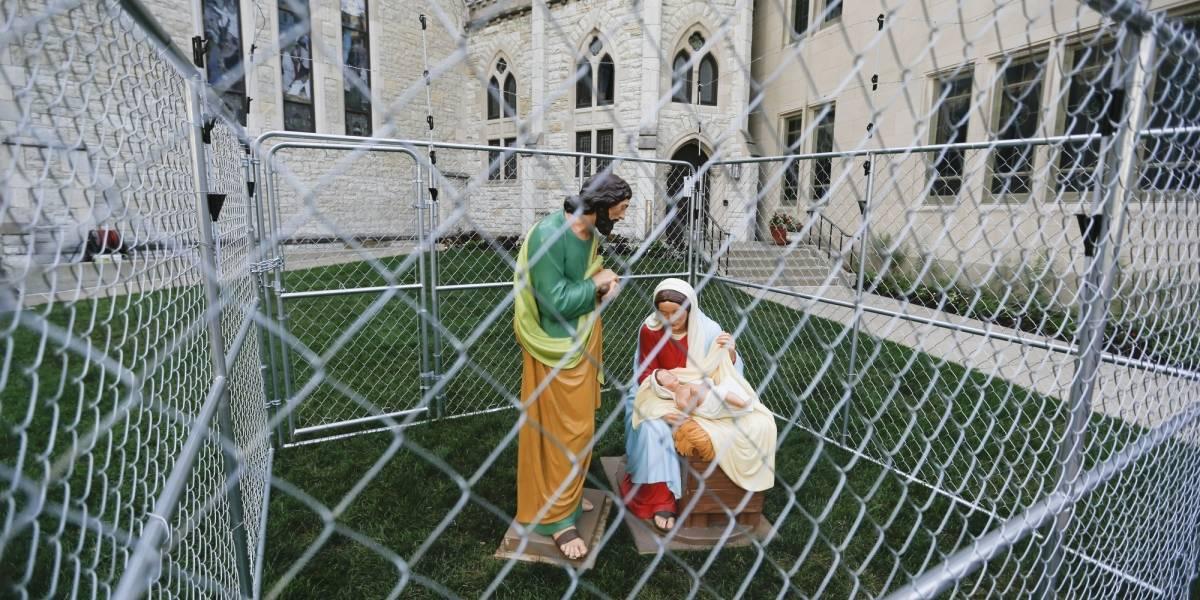 Enjaulan al Niño Jesús, María y José en protesta contra Trump