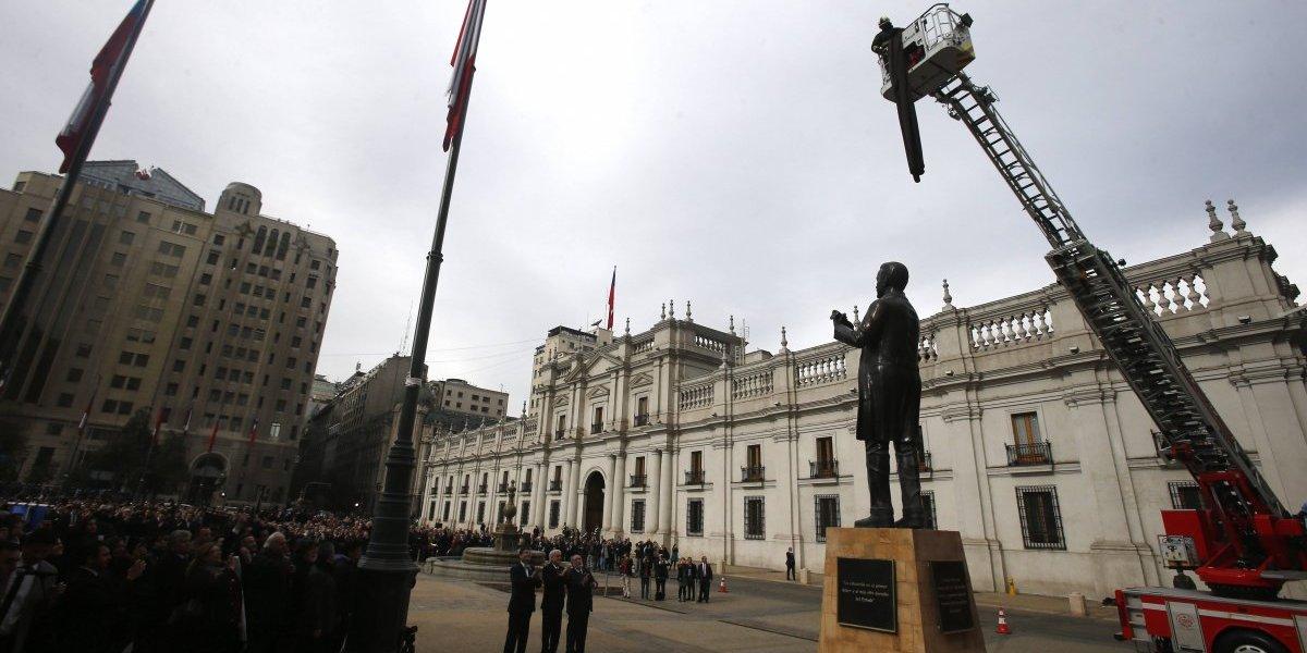 Pedro Aguirre Cerda, el presidente educador, llega a la Plaza de la Constitución