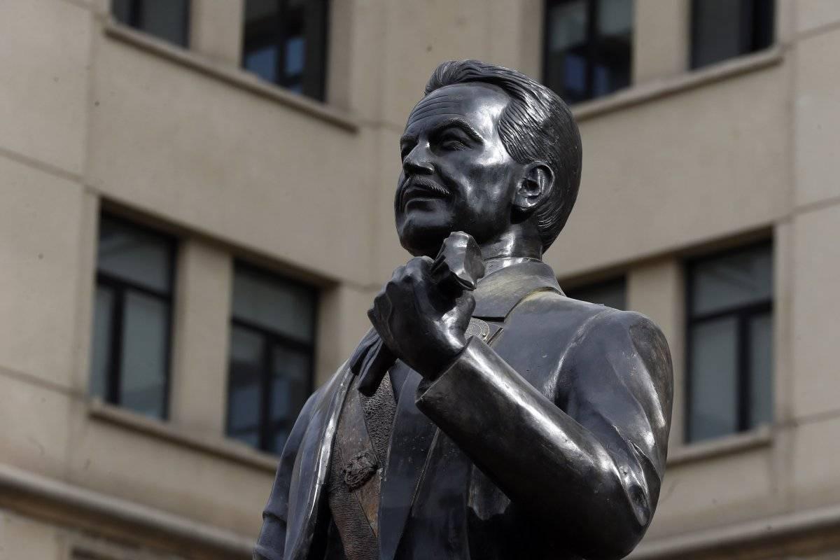 Estatua Pedro Aguirre Cerda