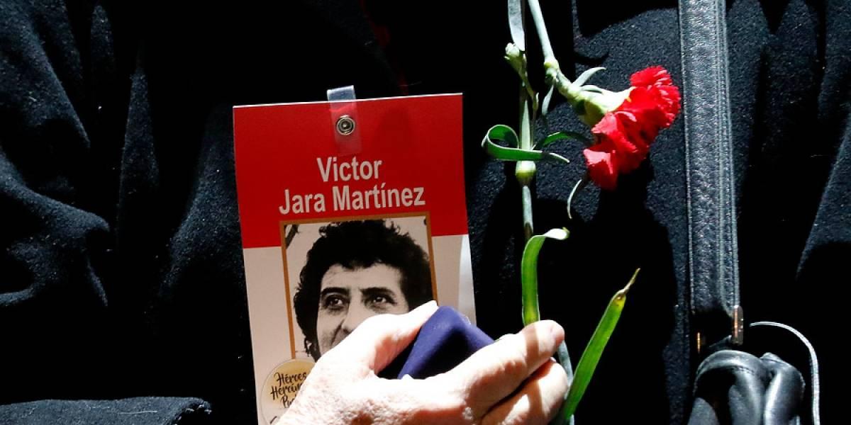 Condenan a nueve militares chilenos por la muerte del cantautor Víctor Jara