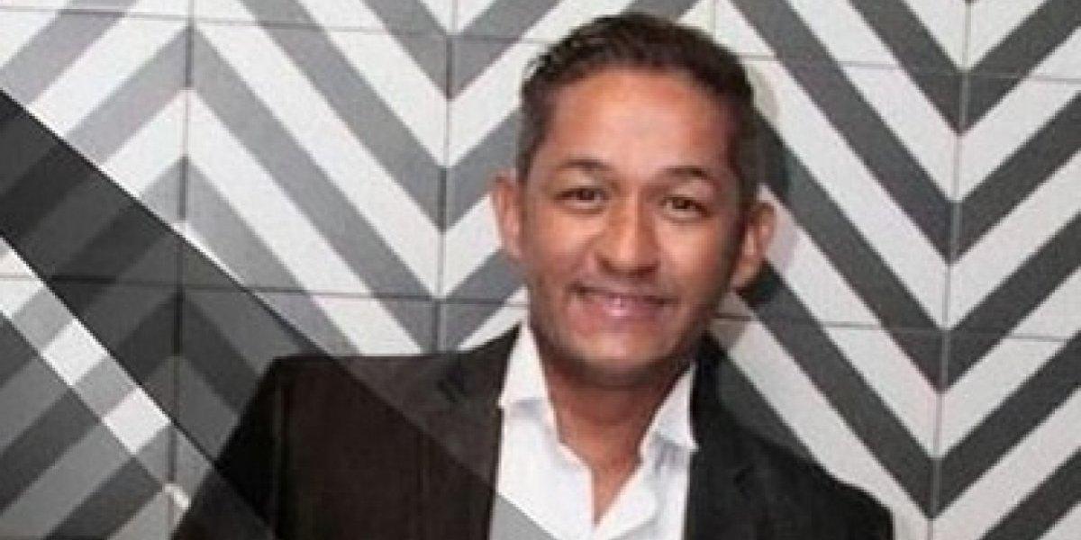 Felipe De León presenta 'A mi manera', su primera colección a blanco y negro