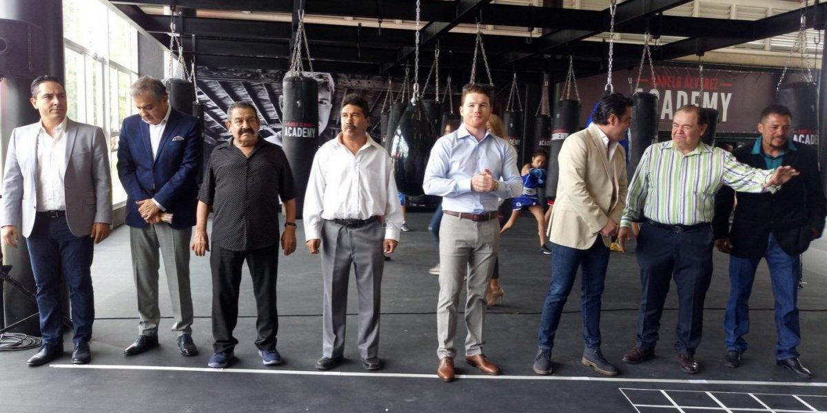 Canelo Álvarez inaugura academia de boxeo en Jalisco