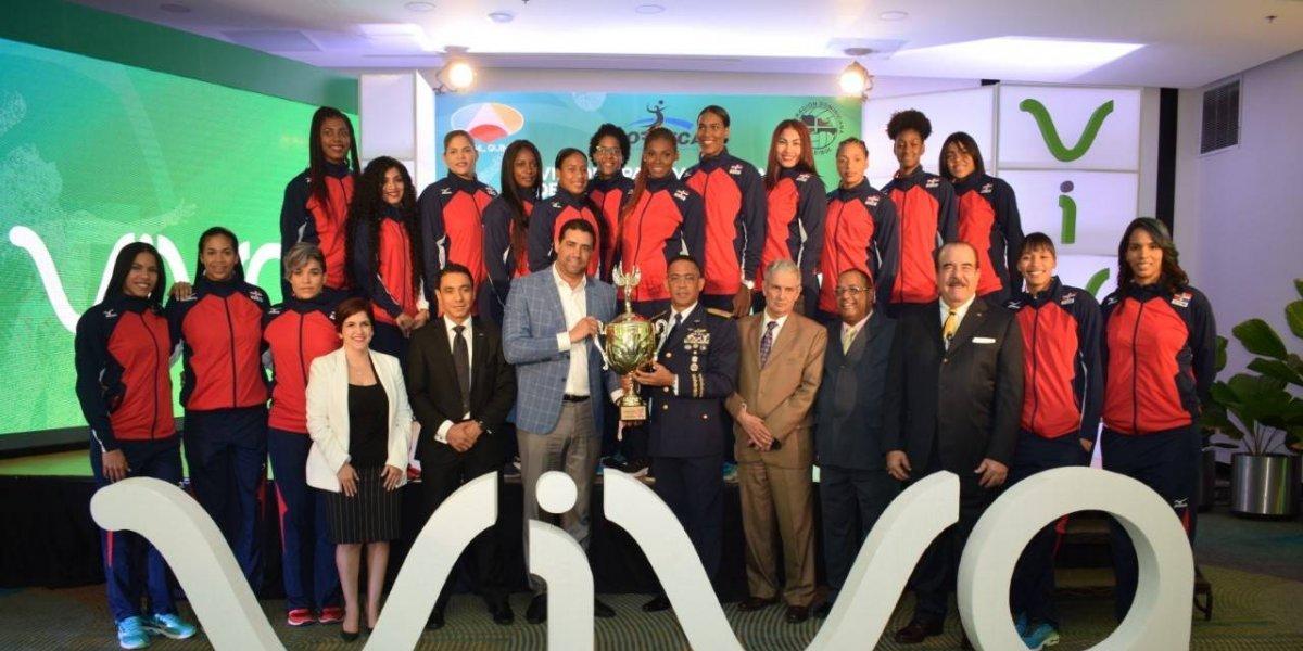 Presidente Danilo Medina acepta dedicatoria de la Copa Panamericana