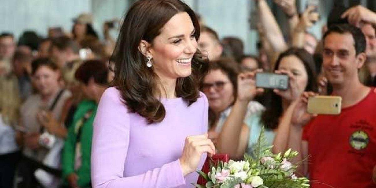 Divulgam fotos raras do batizado de Kate Middleton, esposa do príncipe William