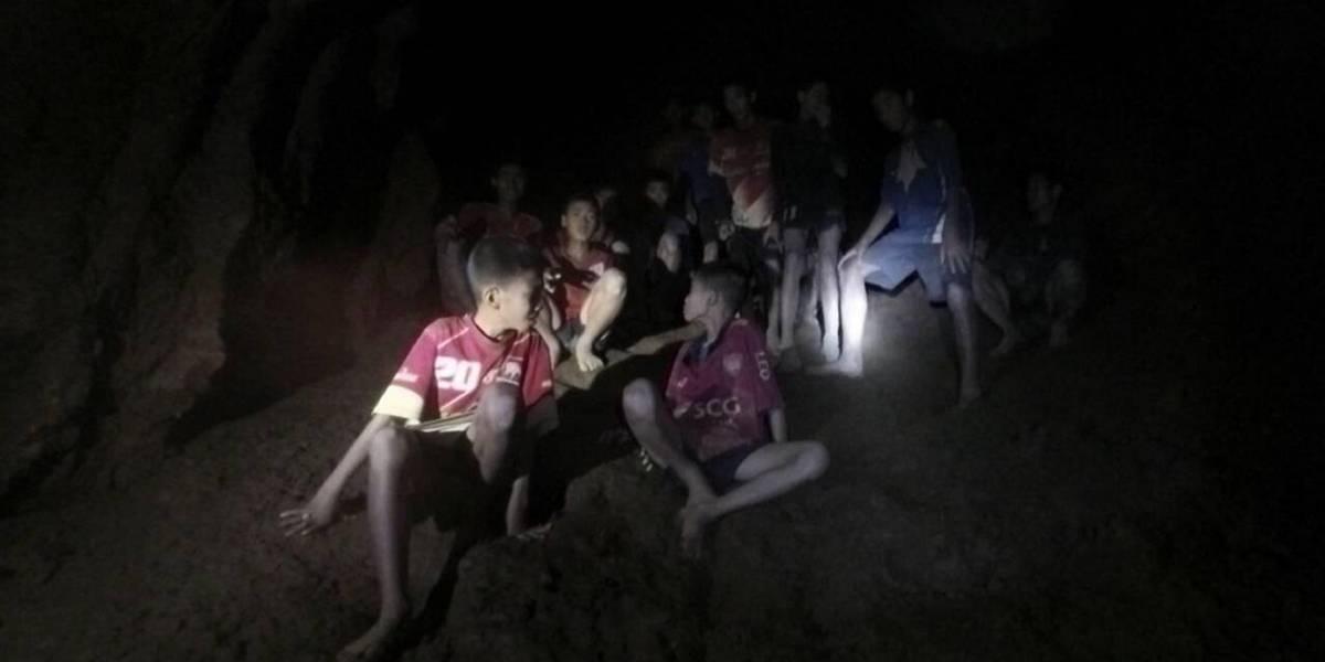 El momento en el que socorristas encuentran a niños futbolistas atrapados en cueva de Tailandia