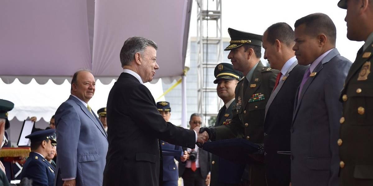 Santos ordena ascender a militares que participaron en la Operación Jaque