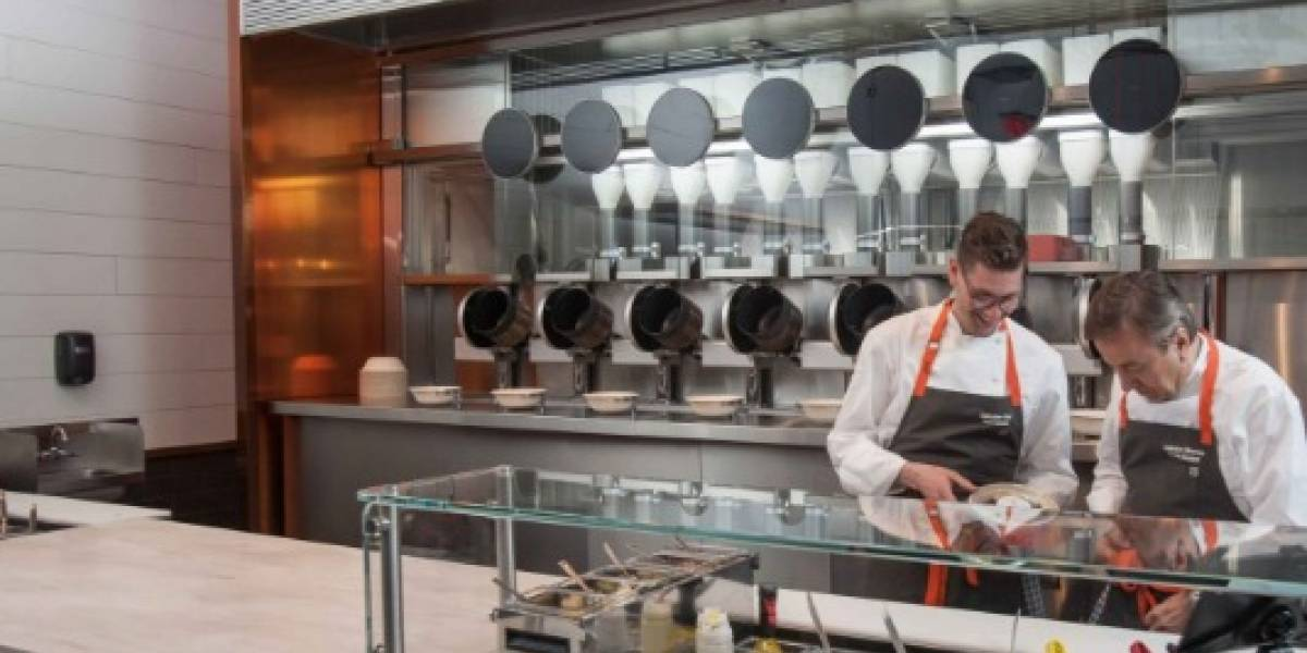 Así luce el primer restaurante con una cocina robótica