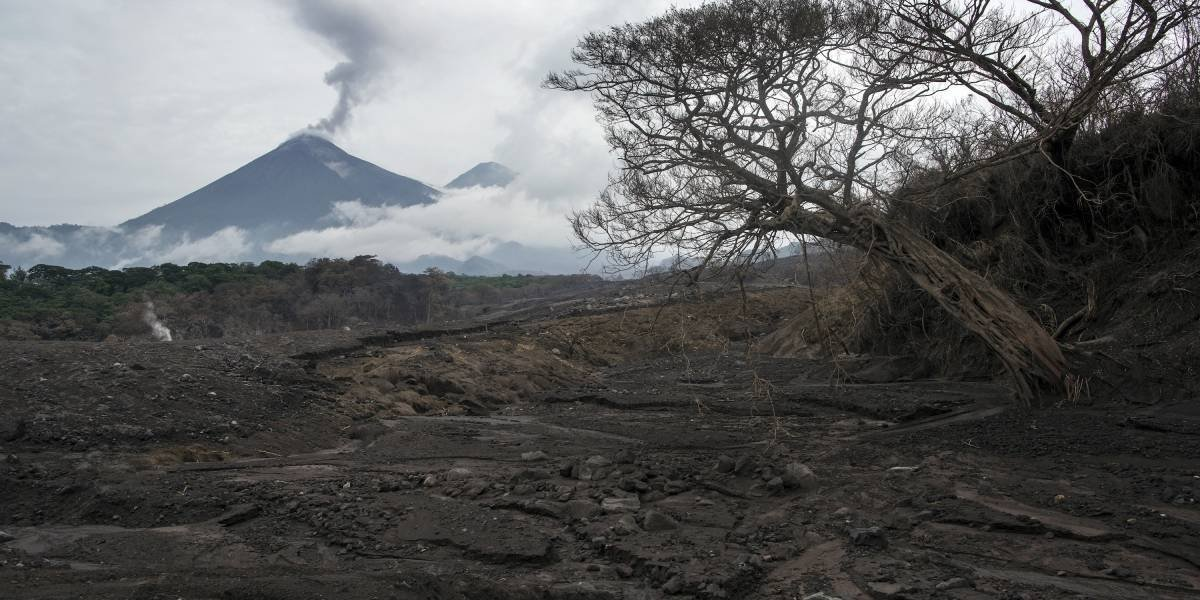 Suben a 332 los desaparecidos por erupción de volcán en Guatemala