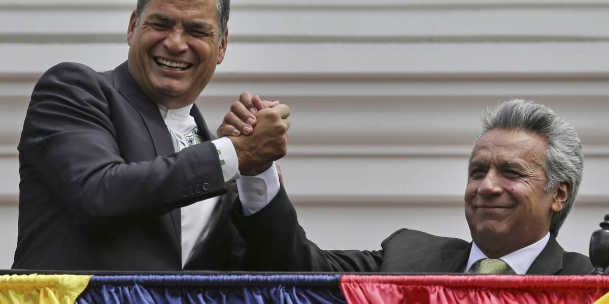 """Rafael Correa denuncia """"complot"""" en orden de aprehensión en su contra"""