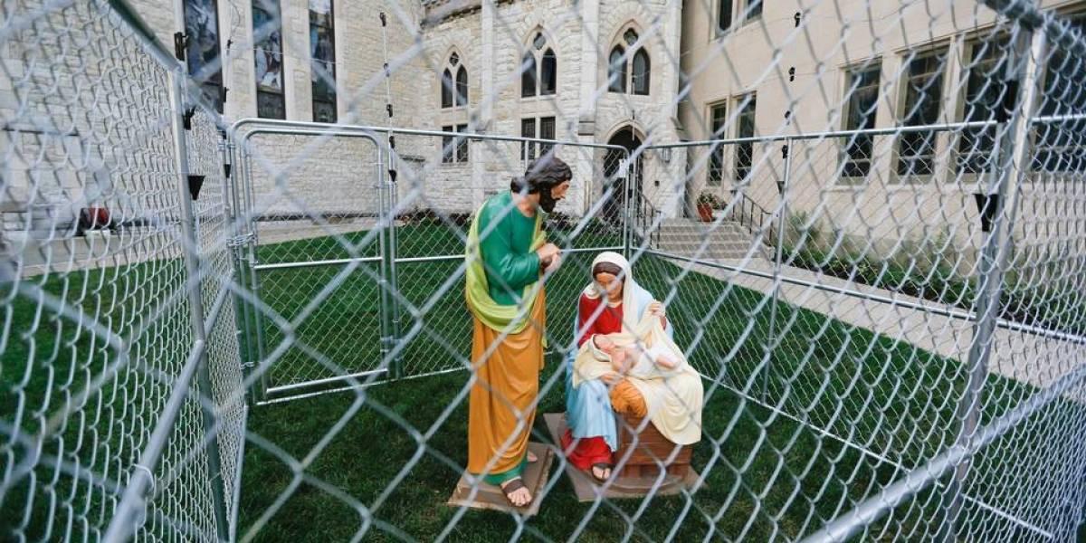 Jesús, María y José entre rejas: la insólita protesta de una iglesia contra la política de Trump de separar familias