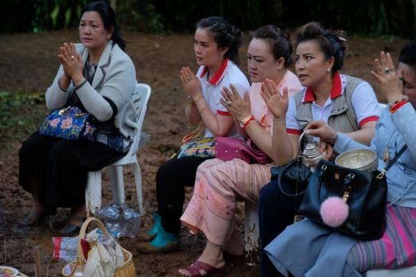 Descenso del agua da esperanza al rescate de niños en Tailandia